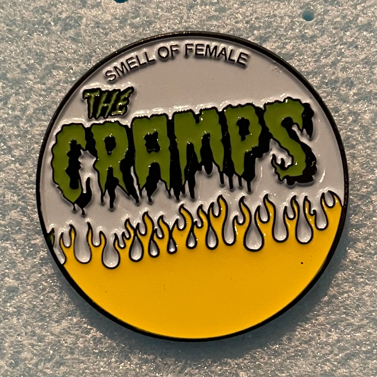 CRAMPS ピンバッジ SMELL OF FEMALE