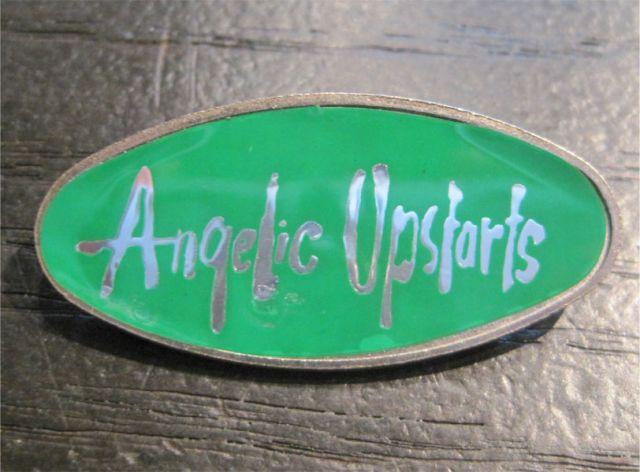 ANGELIC UPSTARTS バッジ 楕円形