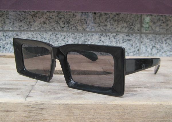 ITALY MADE VINTAGE  SUNGLASS SQUARE