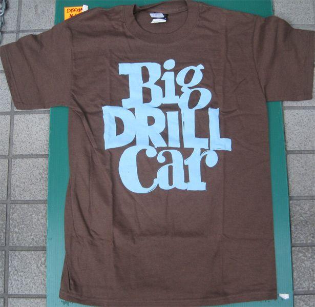 BIG DRILL CAR Tシャツ NAME LOGO