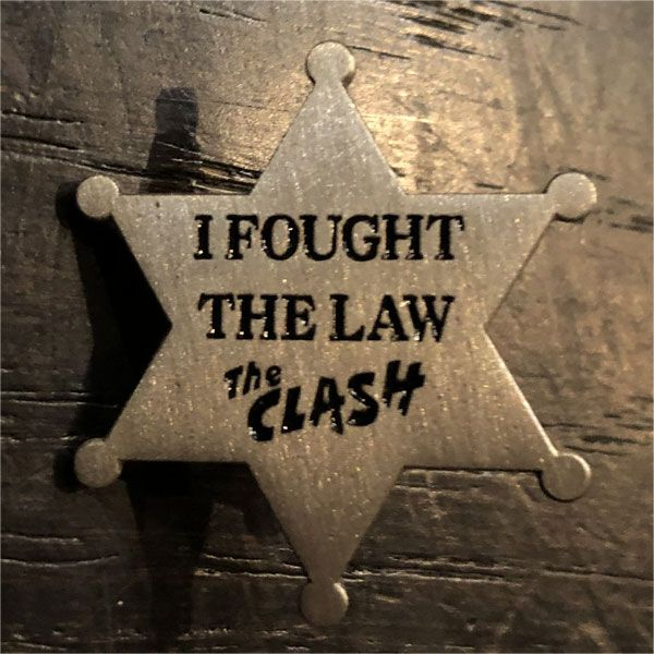 THE CLASH ピンバッジ I FOUGHT THE LAW